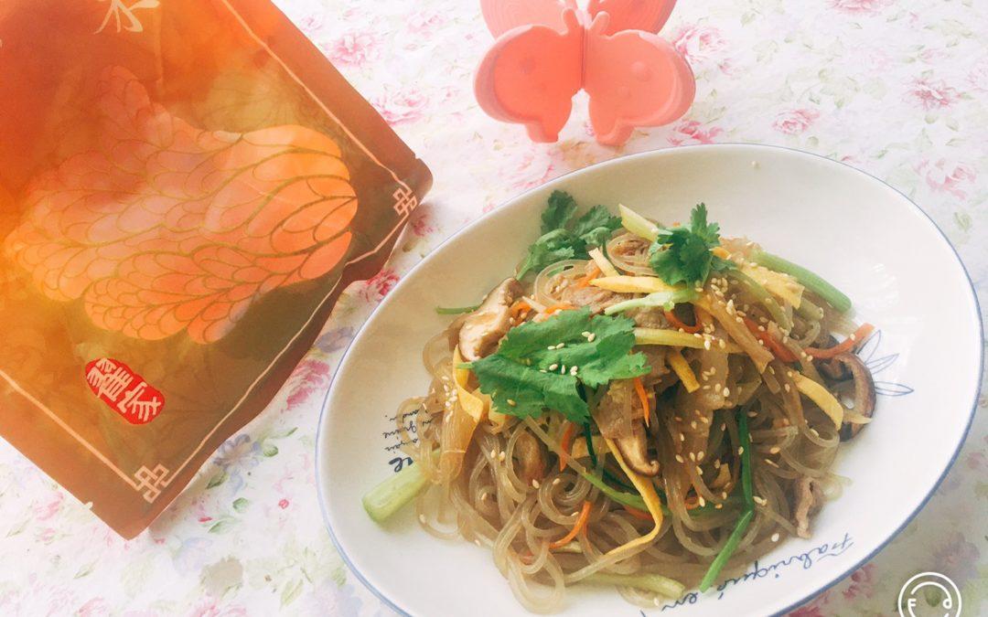 有菜有肉的「韓式炒雜菜佐酸白菜」